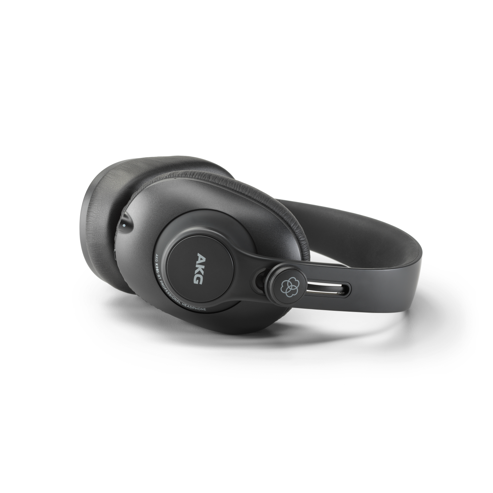 K361-BT - Black - Over-ear, closed-back, foldable studio headphones with Bluetooth - Detailshot 3